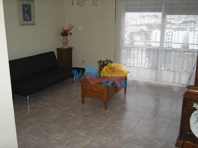 Amplio piso de 3 habitaciones